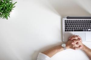 digitale-factuurverwerking-handen-laptop-blog-bct